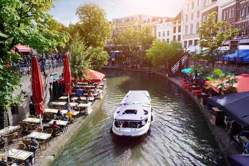 Foto auf AluDibond Schiff Canal Oudegracht with boat and sidewalk cafes in downtown Utrecht, Netherlands