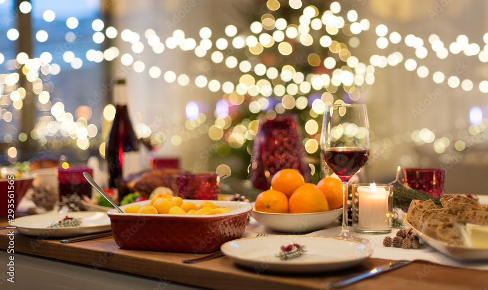 Fototapety, obrazy: christmas dinner and eating concept - food and drinks on table at home