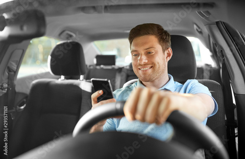 Cuadros en Lienzo transport, vehicle and technology concept - smiling man or driver driving car an