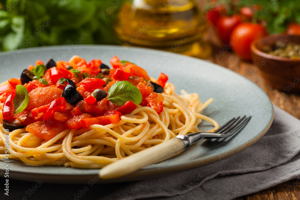 Fototapety, obrazy: Italian spaghetti alla Pultanesca with tomatoes and olives. Served without meat and cheese.