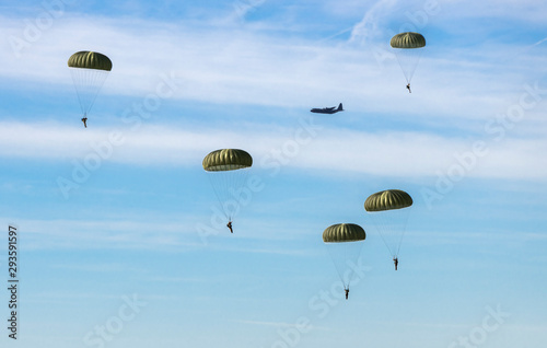 Fotografie, Tablou  The airborne commemorations on Ginkel Heath with para drops