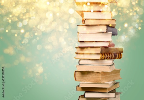 Fotografía  Stack of colorful books on  background