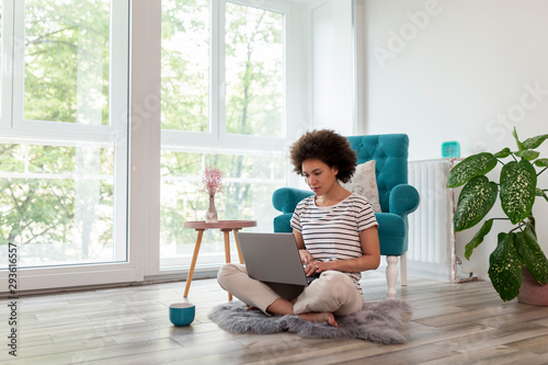 Obraz Female freelancer working from home - fototapety do salonu
