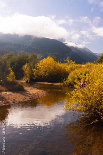 Foto auf Gartenposter Fluss Autumn in Moraine Park
