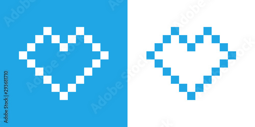 Logotipo con corazón lineal con pixels en fondo azul y fondo blanco Canvas Print