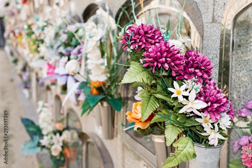 Carta da parati Flowers in a cemetery