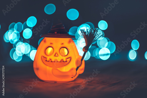 Photo sur Toile Pays d Asie Halloween pumpkin with witch hat and bokeh background