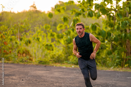 Papel de parede  lifestyle portrait of young attractive and healthy man on his 30s or 40s running