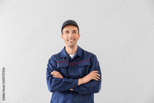 Fotomural  Male car mechanic on light background