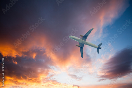 Poster Avion à Moteur Airplane on blue sky and clouds on sunset