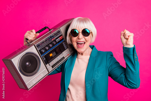 canvas print motiv - deagreez : Close-up portrait of her she nice attractive cheerful cheery glad gray-haired lady carrying boombox having fun time isolated on bright vivid shine vibrant pink fuchsia color background