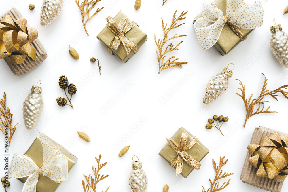 Fototapeta Christmas Background With Small Christmas Gifts In Gold And White