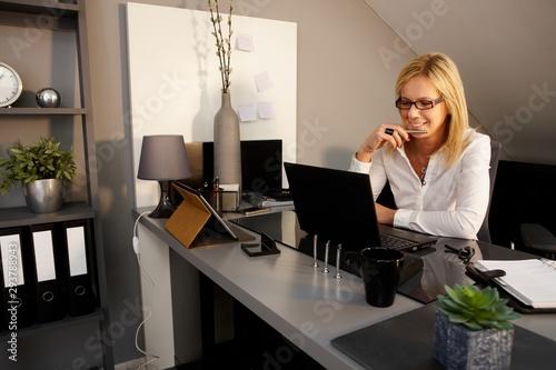 Happy woman using laptop computer Tableau sur Toile