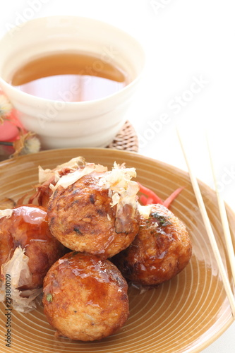 Photo  Japanese food, octopus ball Takoyaki and fish flake Katsuobushi