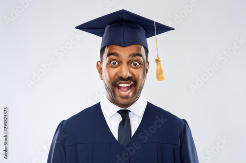 Fotografía education, graduation and people concept - happy excited indian male graduate st