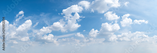 Photo  blue sky background with tiny clouds. panorama