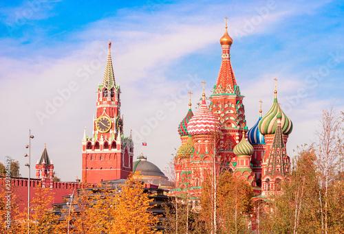 View of the Spasskaya Tower, the Moscow Kremlin and St Tapéta, Fotótapéta
