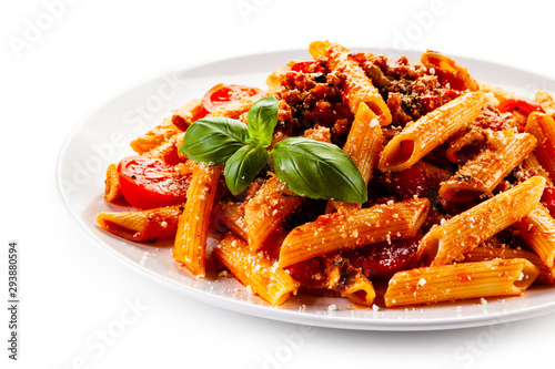 Penne with meat, tomato sauce and vegetables Fototapet