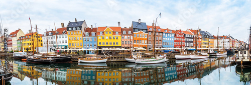 Photo magical fascinating landscape with boats in a famous Nyhavn in the capital of Denmark Copenhagen