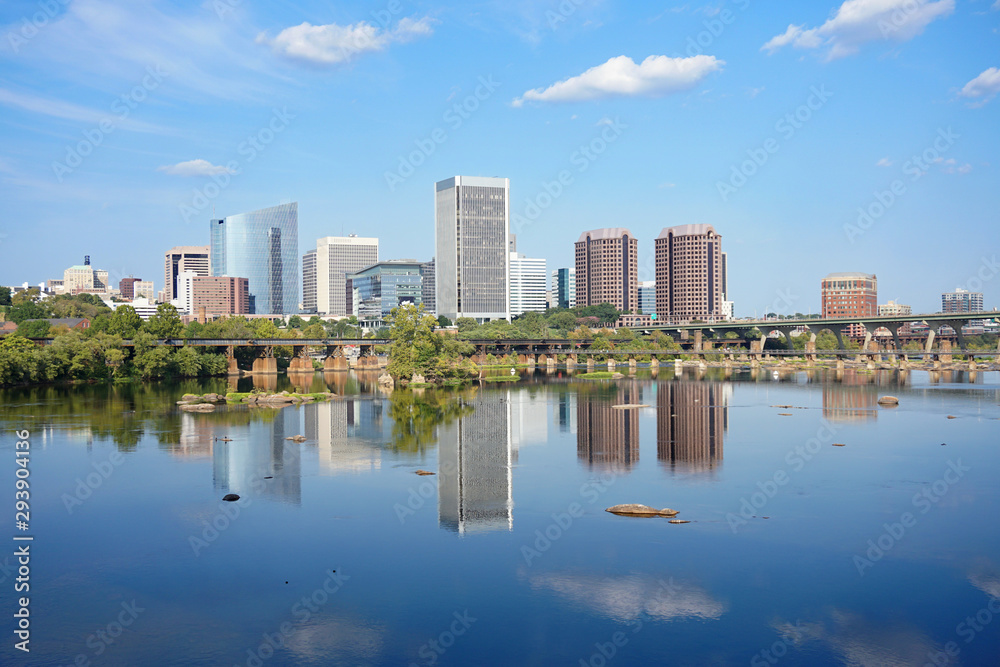 Fototapety, obrazy: Richmond Virginia skyline reflecting in the James river