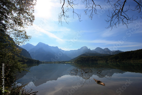 Photo Scenic view of the shallow crystal clear water of the Almsee, near Grünau im Alm