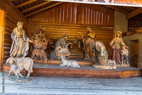 Fotografija  Sculture in legno tipiche dell'artigianato della Val Gardena