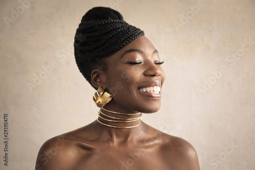 Obraz Beautiful woman wearing golden earrings and necklace - fototapety do salonu
