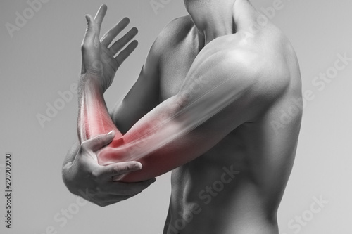 Man holds his elbow by the hand Fototapete