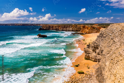 Photo Panorama view of Praia do Tonel (Tonel beach) in Cape Sagres, Algarve, Portugal