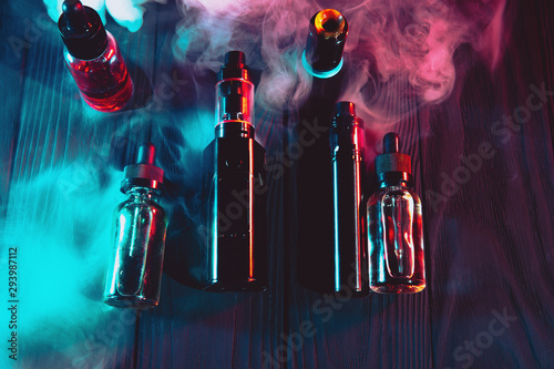 Poster Individuel vaping device mod and vaping staff on dark background