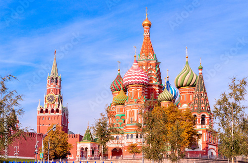 Poster Moskou Spasskaya Tower, the Moscow Kremlin and St. Basil's Cathedral. Architecture and sights of Moscow.