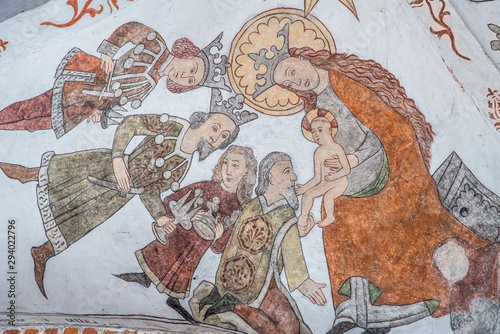 Photo Ancient wall-painting, the magi bring gold, frankincense and myrrh to Jesus, the