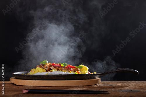Fototapeta steaming hot sizzler on wood obraz