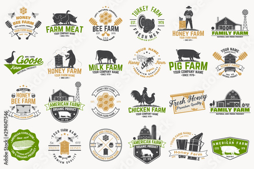 Foto auf AluDibond Weiß American Farm and Honey bee farm Badge or Label. Vintage typography design with bee, honeycomb piece, hive, chicken, pig, cow and farm house silhouette. Elements on the theme farm business.