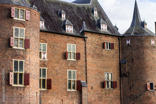 Obraz na plátně Kasteel Ammersoyen - Dutch Medieval Castle 12th Century in the Province of Gelde