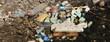 Plastikmüll am Strand angespült