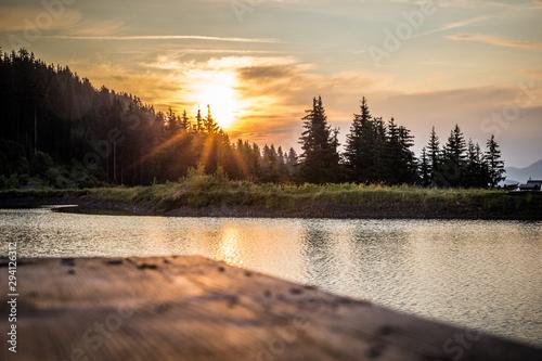 See am Berg beim Sonnenaufgang Wallpaper Mural