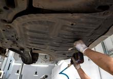 Auto Mechanic Removes Car Engi...