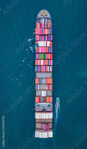 Cargo ships with full container receipts to import and export products worldwide Canvas-taulu