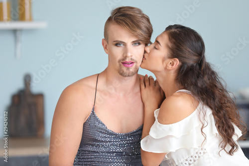 Fotomural  Portrait of happy transgender couple in kitchen at home