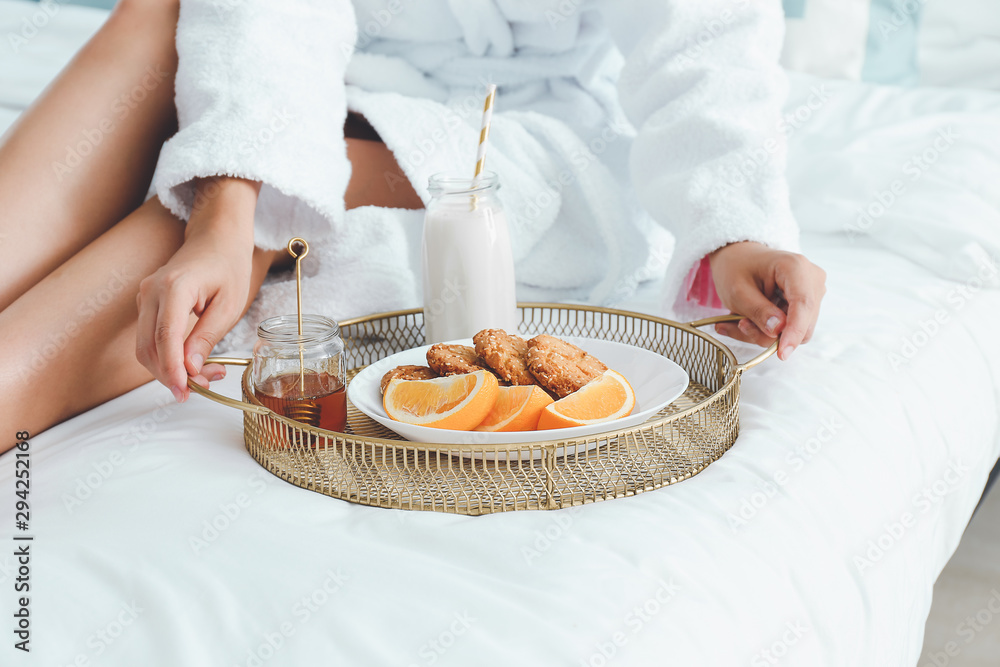 Fototapety, obrazy: Young woman having breakfast in bed
