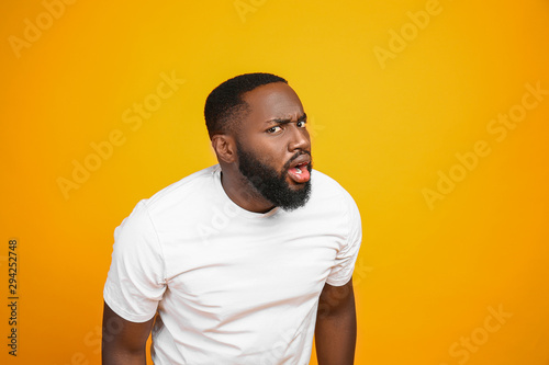 Obraz Shocked African-American man on color background - fototapety do salonu