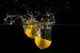 Fototapeta Fototapety do łazienki - Lemon splashing into water