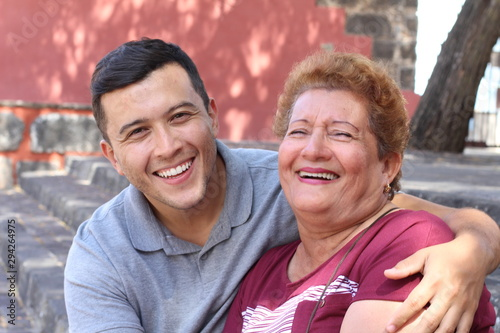 Fotografía Mother and son laughing outdoors