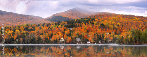 Tablou Canvas Panoramic view of Mont Tremblant village in autumn time