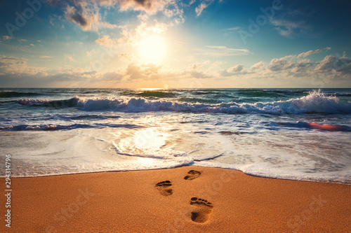 Footsteps on the beach - 294314796