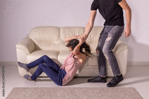 Fotomural  Domestic violence, abuse and victim concept - man and woman having fight, man dr