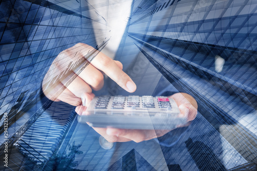 Fotografía  Business Accountant Woman Using Calculator for Calculating Financial Investment