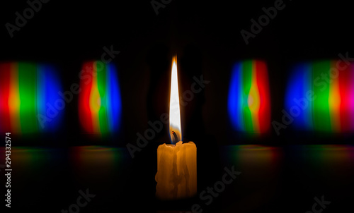 Photo diffraction candle flame light in the form of iridescent spots Fototapet