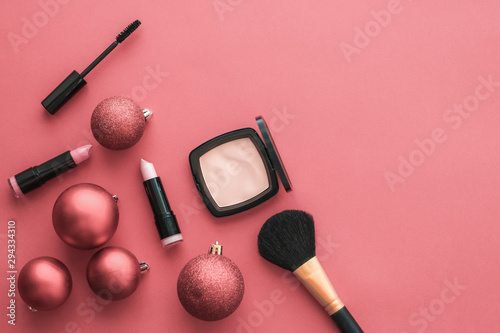 Fotografía  Make-up and cosmetics product set for beauty brand Christmas sale promotion, lux